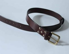 THICK LEATHER BELTS ~ LOWLAND ~ 1.5 inch (3.8cm) DARK BROWN OAK BARK TANNED LEATHER WITH A SOLID BRASS BUCKLE.